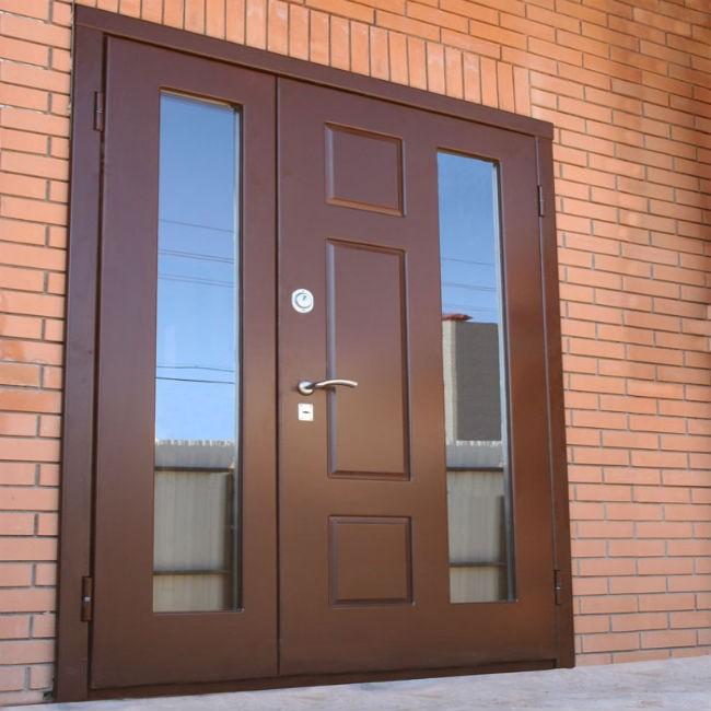 входные двери со стеклом в дом