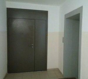 тамбурные двери с электромеханическим замком