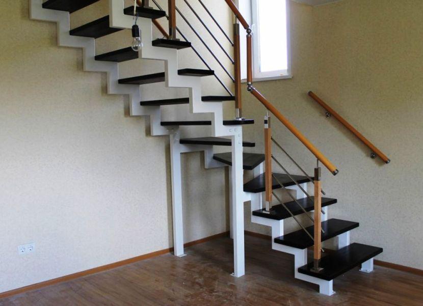 лестница на металлокаркасе угловая