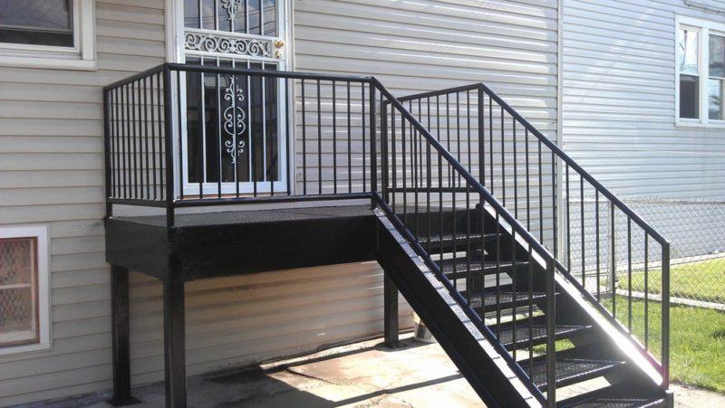металлическая лестница уличная