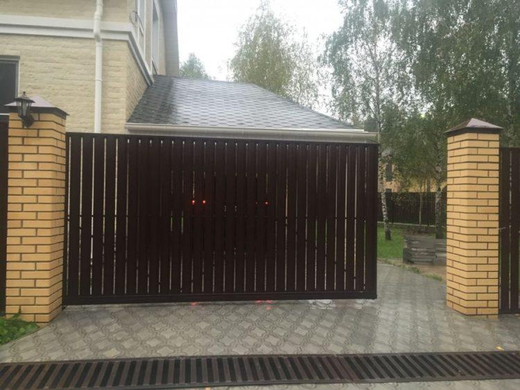 раздвижные ворота с евроштакетником
