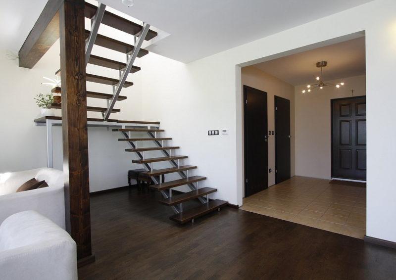 лестница на второй этаж с площадкой