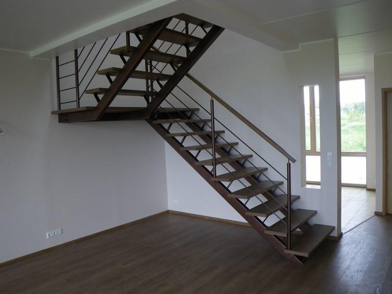 лестница с площадкой 180