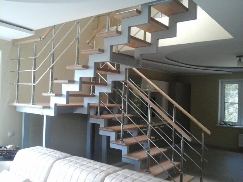 лестница на металлокаркасе