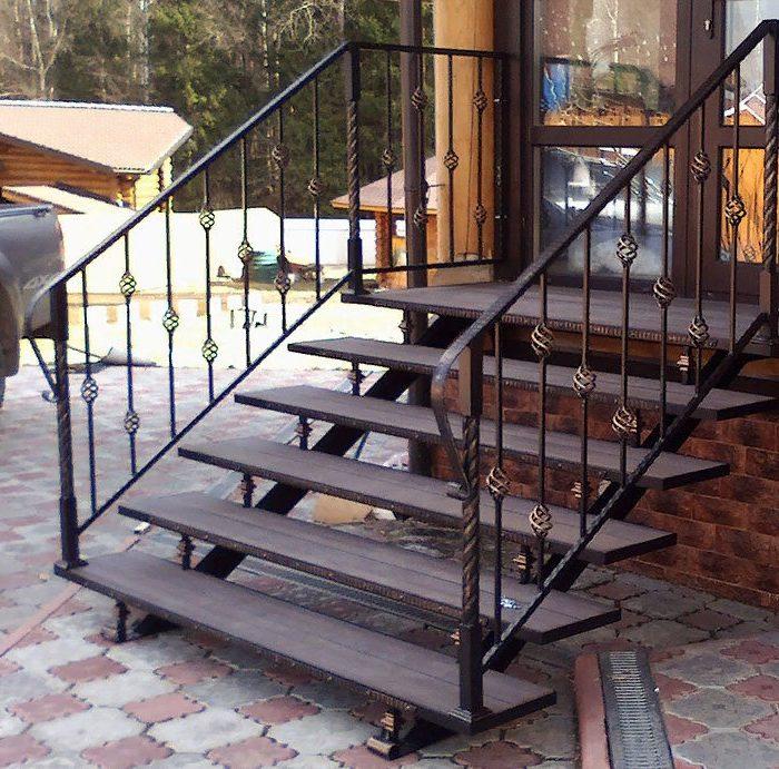 уличная лестница для крыльца из металла