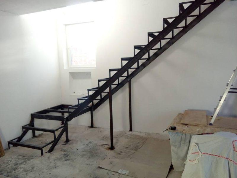 установка лестницы на металлокаркасе пск периметр