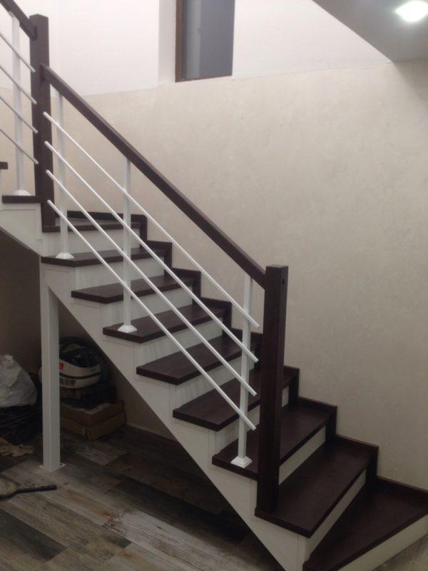 лестница закрытого типа с отделкой