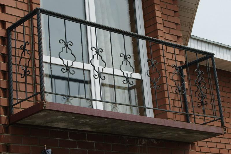 ограждение балконов из металла фото