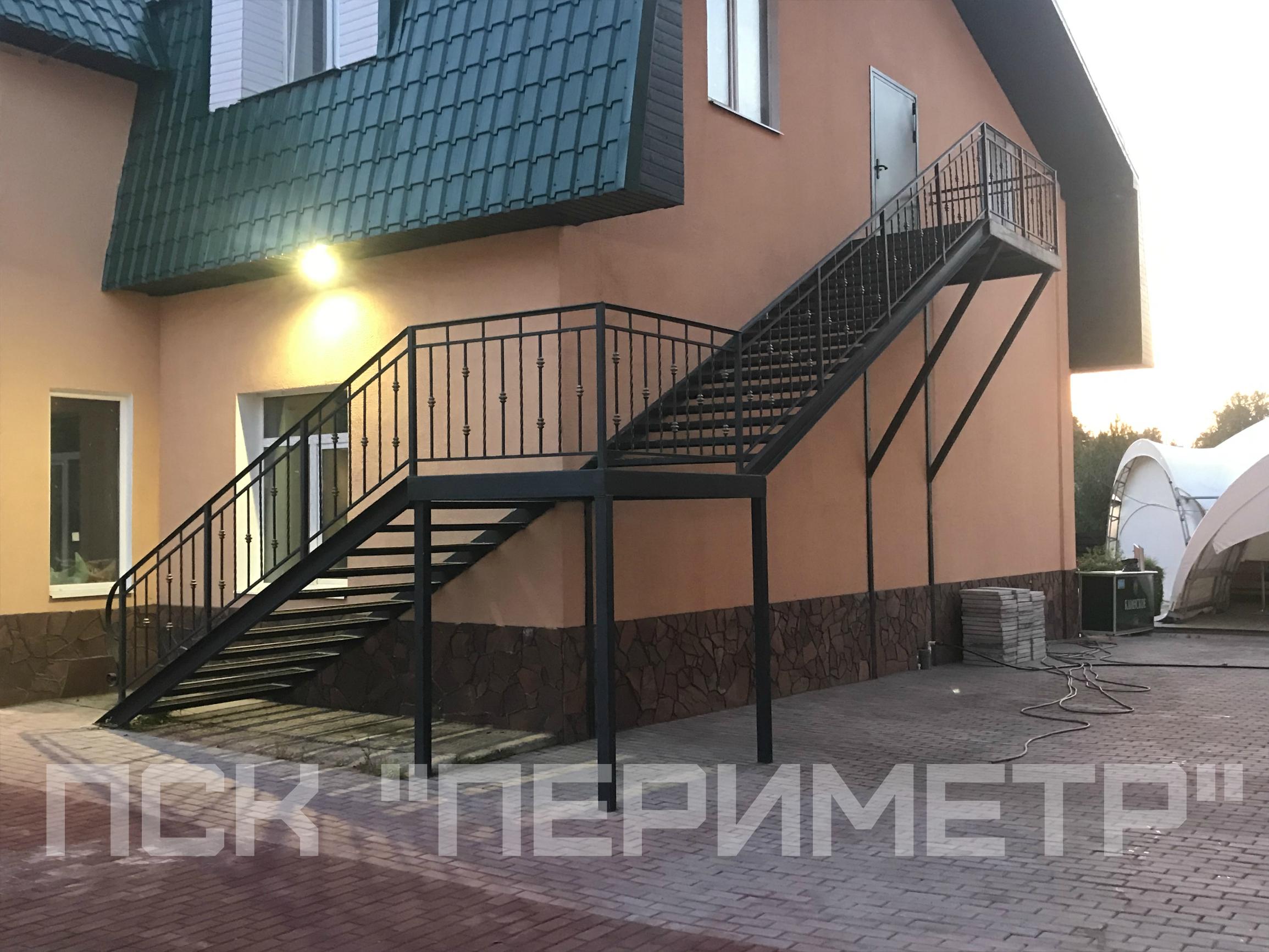наружная уличная лестница на второй этаж