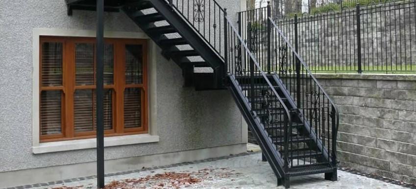лестница на улицу