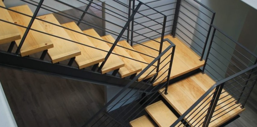 преимущества лестниц из металла