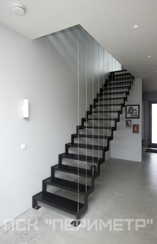 лестница из металла на тетиве