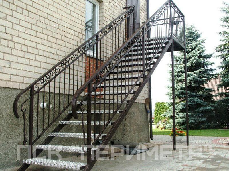 одномаршевая уличная лестница