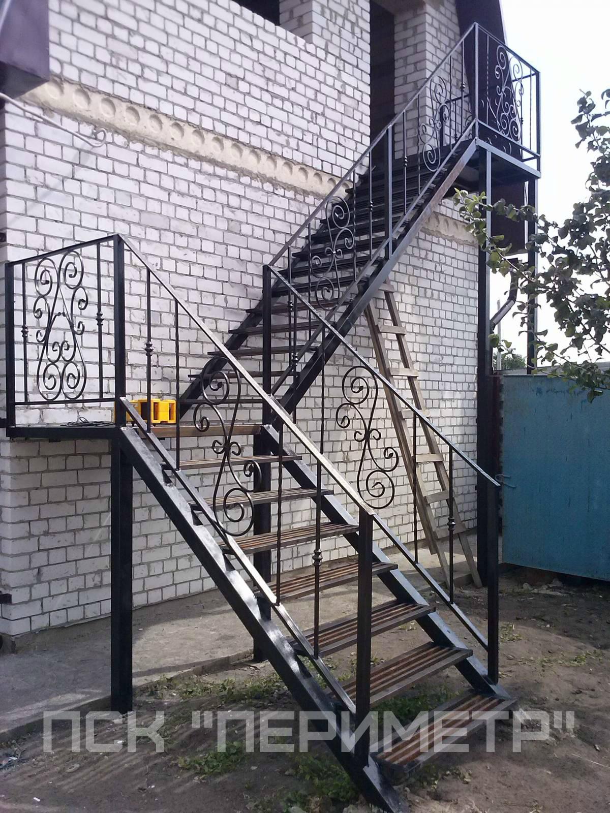 уличная лестница угловая