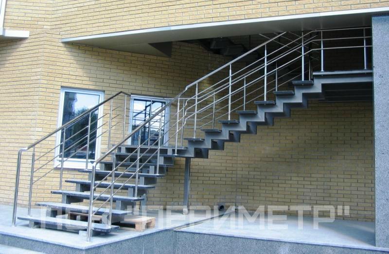 уличная лестница г образная