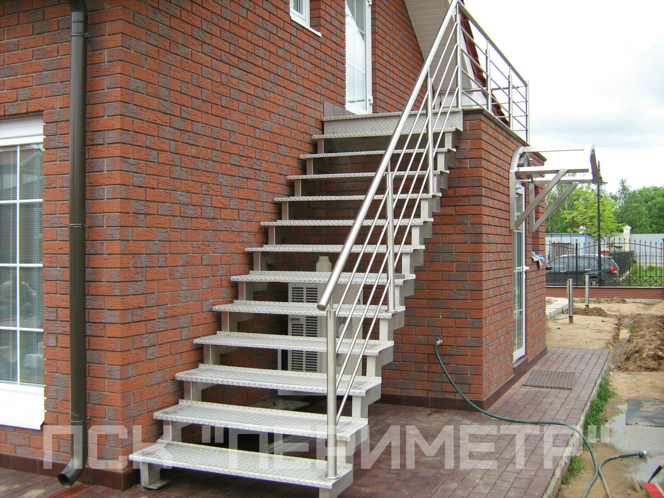 уличная лестница на косоурах