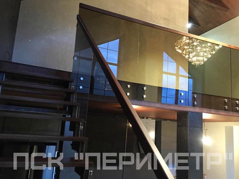 лестница и балюстрада со стеклом