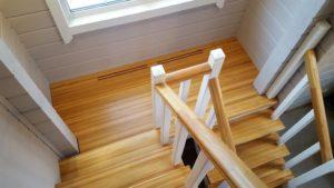 дерево для ступеней лестницы