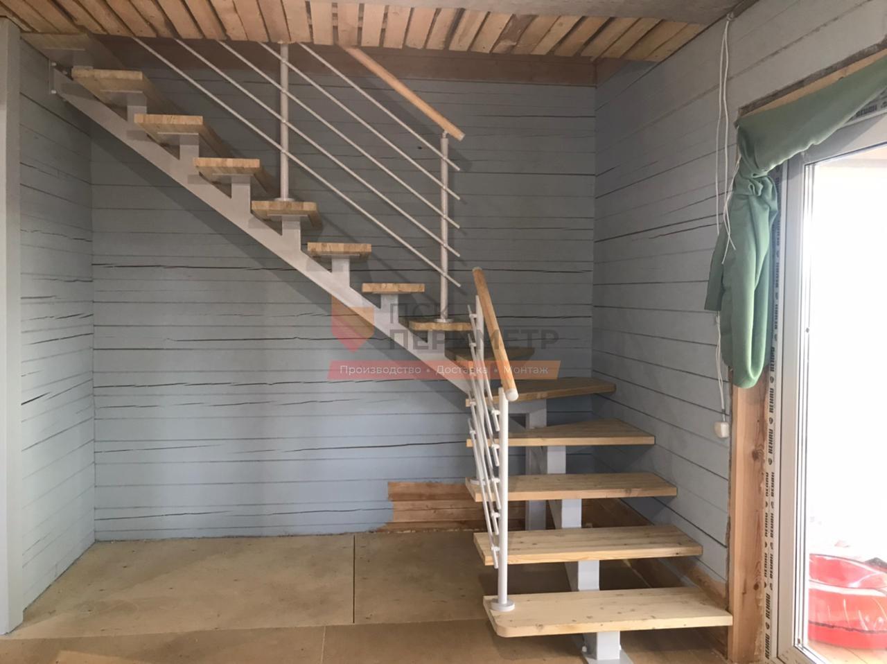 лестница на второй этаж на монокосоуре
